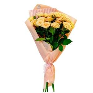 Букет из 25 кустовых роз кремовых