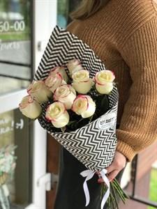 Роза Эквадор двухцветная 60 см в упаковке 11шт